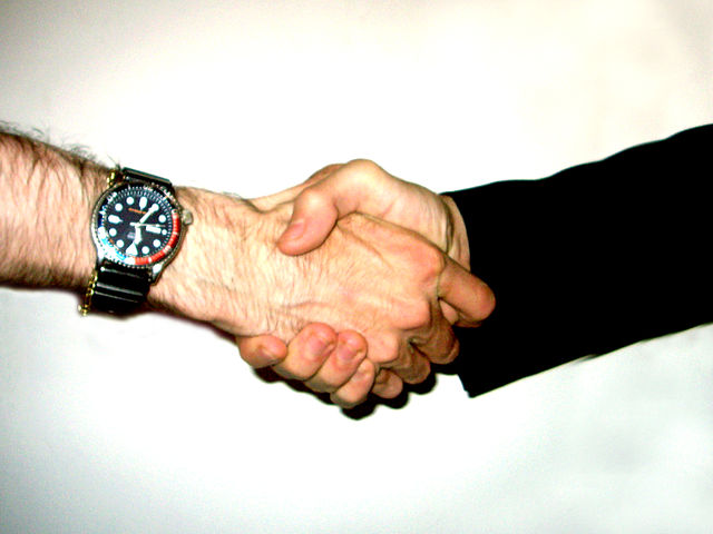 Shake_hand_WIKICOMMONS