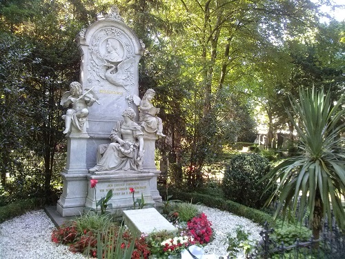 Schumann grave - Amy McPherson