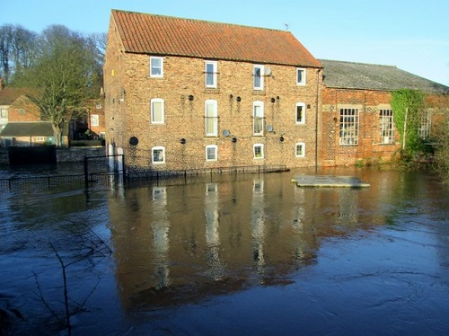 Flooding of River Derwent on 27th December 2015 (Image source: Wikimedia Commons (CC BY-SA 2.0 UK) | Credit to: Martin Dawes)