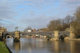The beautiful Skeldergate Bridge in York. (Image source: Wikimedia Commons Public Domain | Credit to: Johnteslade~commonswiki)