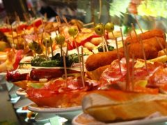 Tapas - a great Spanish culinary tradition! (Image source: Wikimedia Commons CC BY 3.0  Credit to: Elemaki)